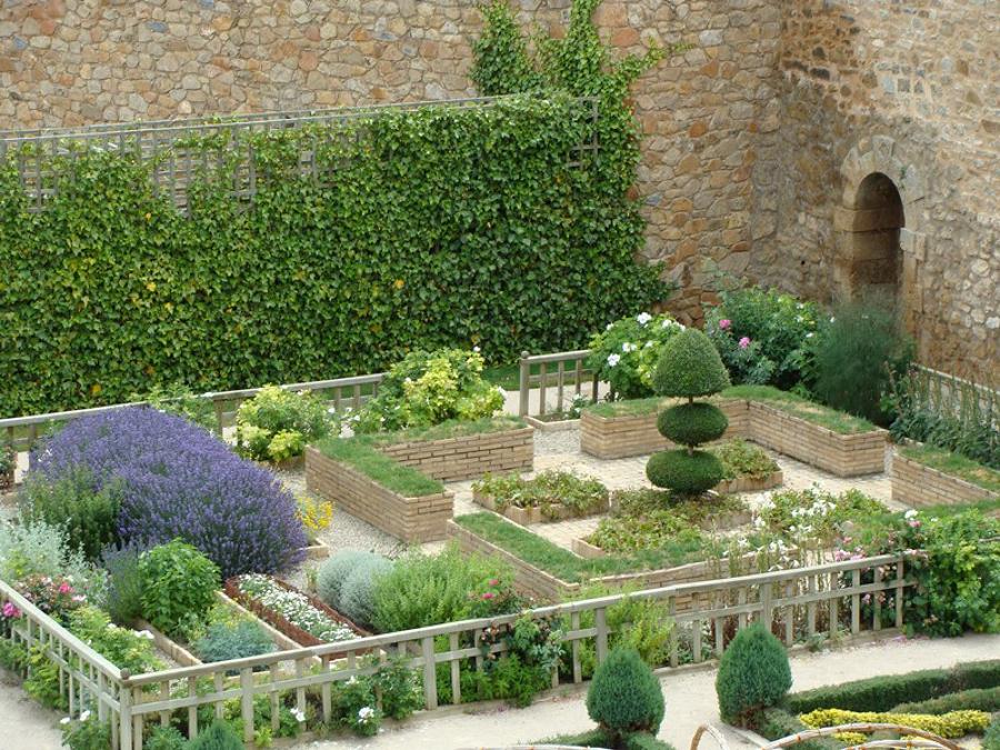 Foto jard n renacentista del palacio de los castej n for Jardines de azahar rioja