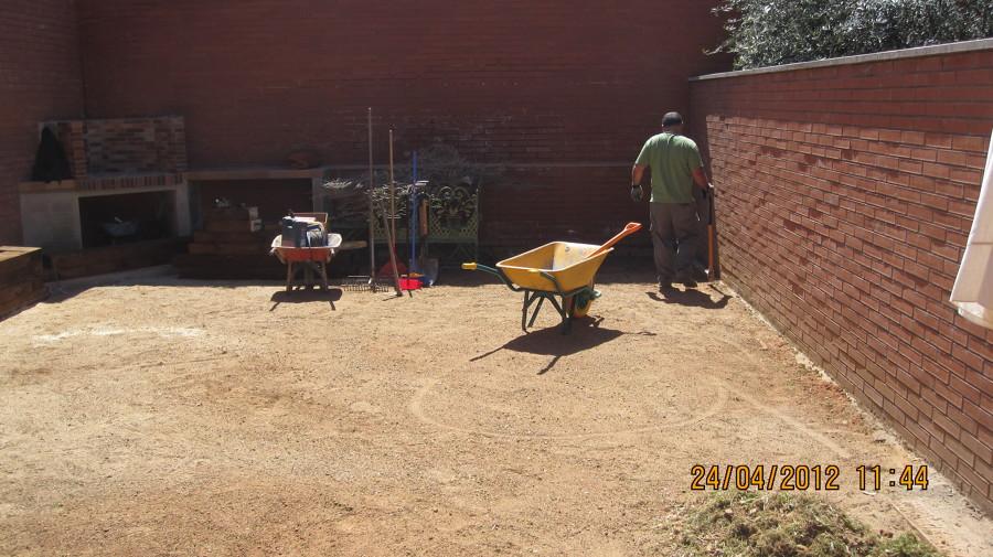 Jardín sostenible patio interior.Empieza el jardín de cero.