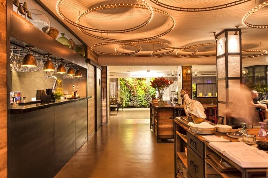 Foto jard n vertical interior en restaurante noto food - Restaurante noto marbella ...