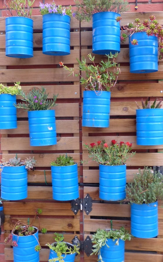 Jardinera vertical azul