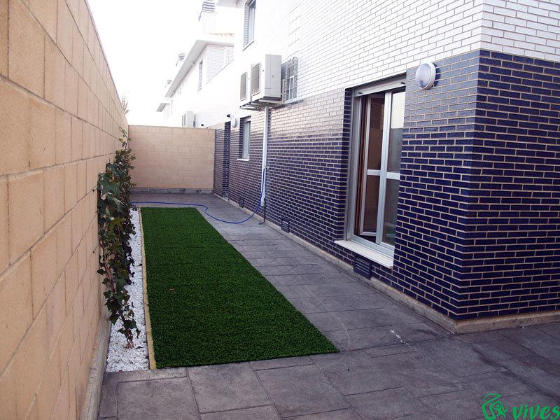 Jardines privados exteriores de las viviendas de la promoción de Utebo