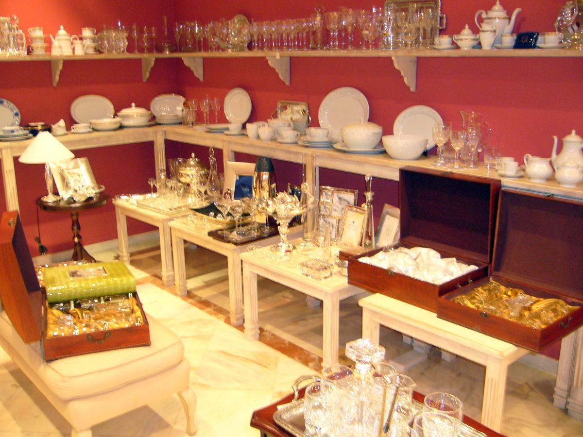 Casa residencial familiar armarios joyeros barcelona for Muebles zamorano jose mari