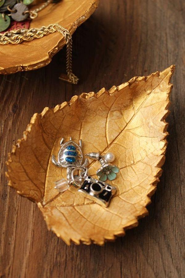 5 manualidades que puedes hacer con hojas ideas decoradores - Hojas de otono para decorar ...