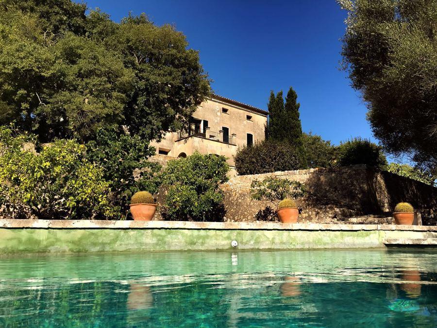 La casa vista desde la piscina
