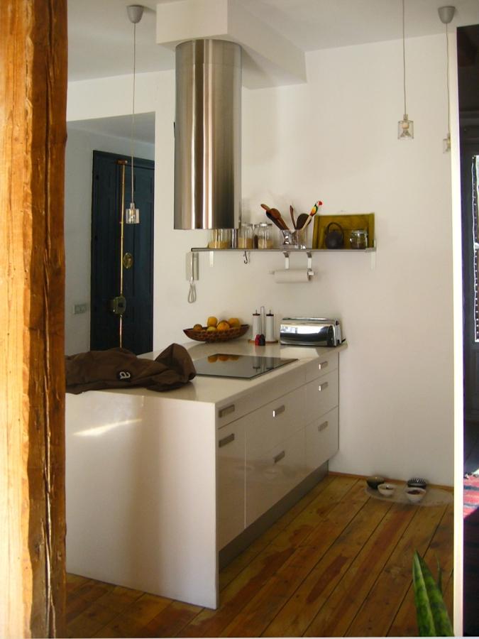 La cocina, abierta y simple