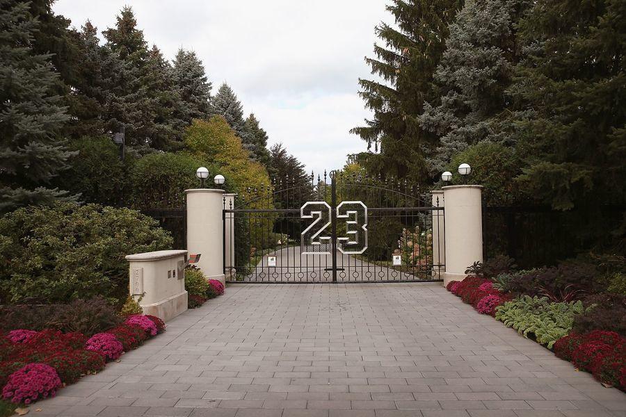 la entrada de casa de michael jordan