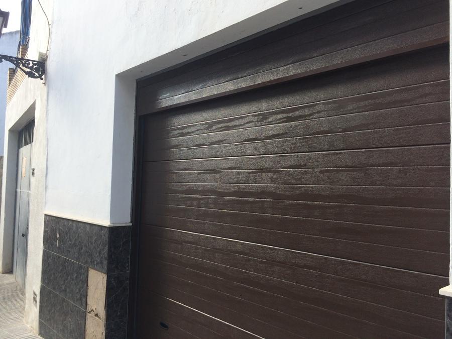 La estructura de la puerta a color