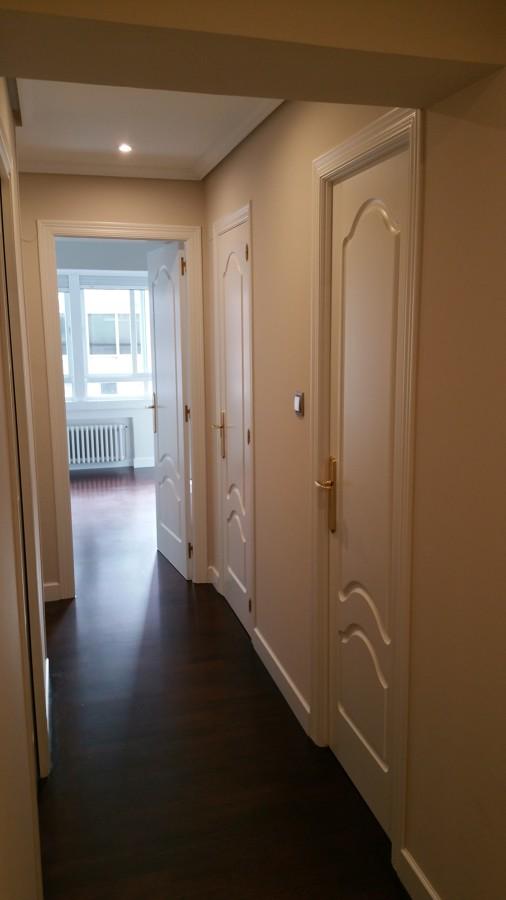 Lacado de puerta y teñido suelo