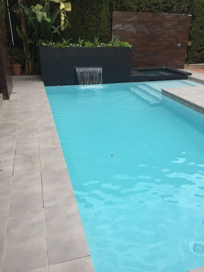 Piscina 7x3 con jacuzzi 4 personas y cascada ideas for Piscina 7x3