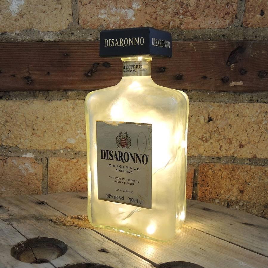 lampara en una botella de vidrio