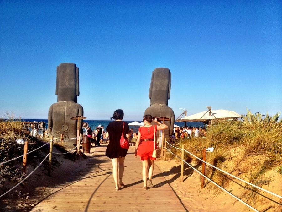 dos estatuas gigantes del Oli-ba-ba