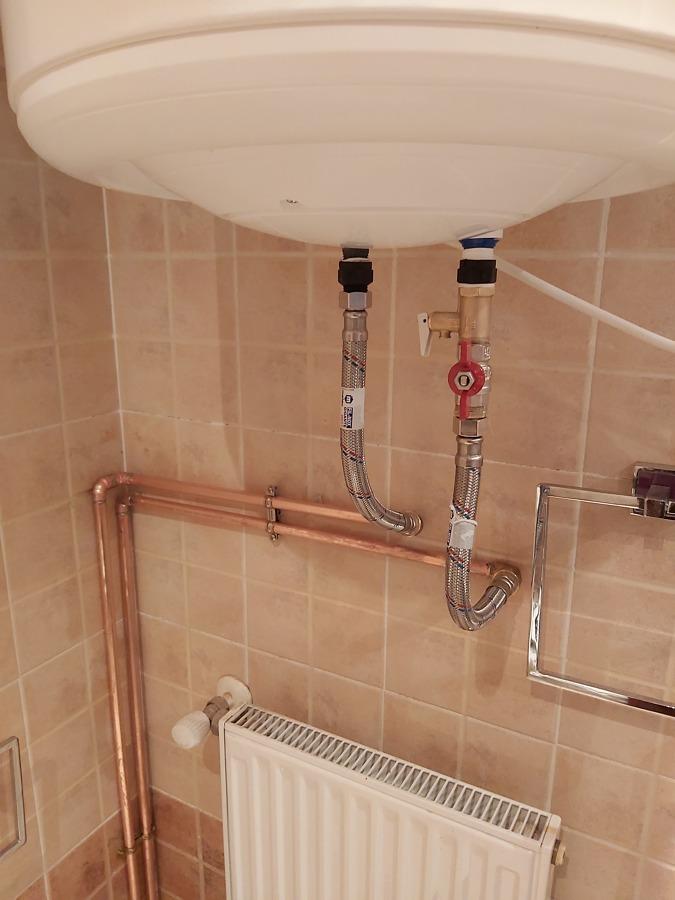 Latiguillos de seguridad especial termos y llave de corte de agua fría