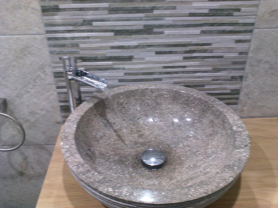 Foto lavabo con grifo en cascada de catalin 1006753 for Grifo en cascada