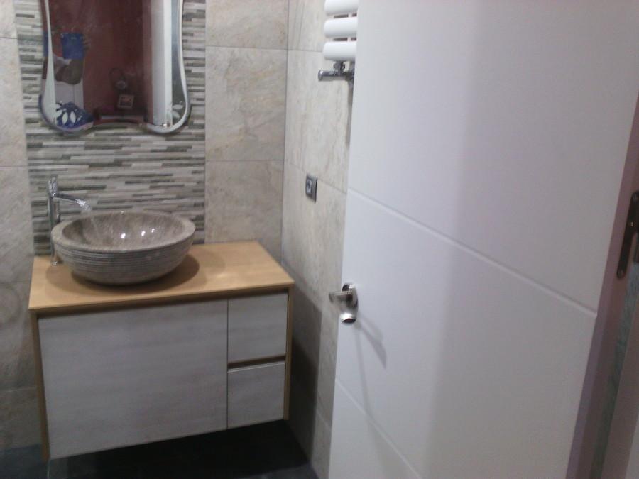 Foto lavabo con grifo en cascada de catalin 1006756 for Grifo en cascada