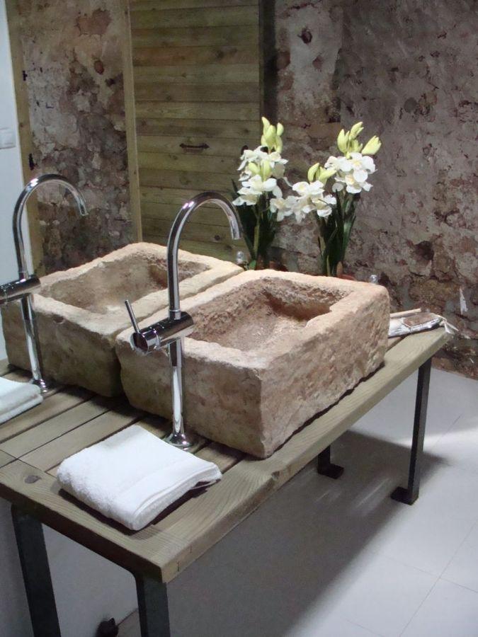 Baño rustico con piedra ~ dikidu.com