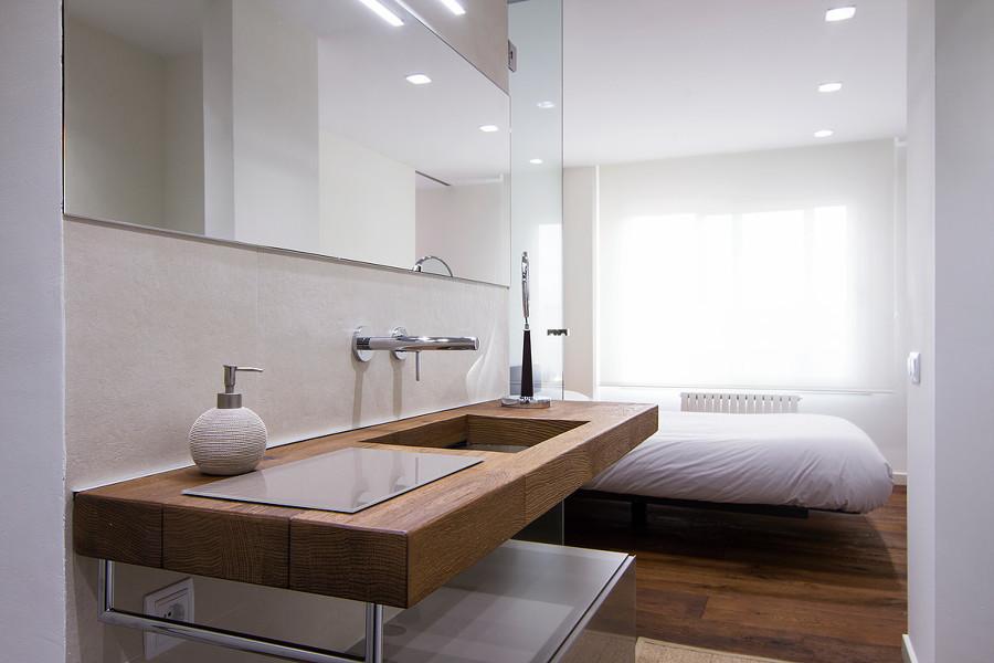 Lavabo en dormitorio