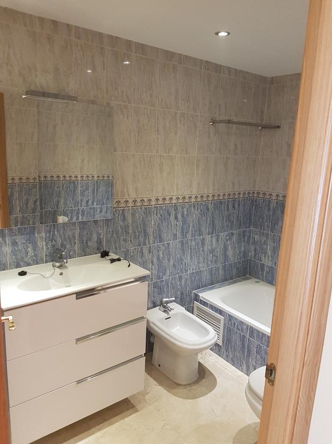 Pintura y cambio de lavabo ideas reformas viviendas for Lavabos antiguos roca