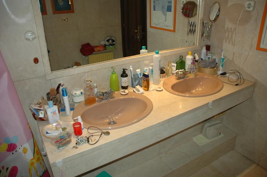 Lavabo y espejo originales