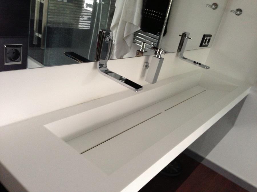 foto lavabos especiales de corian de shaco mocuba 952287. Black Bedroom Furniture Sets. Home Design Ideas