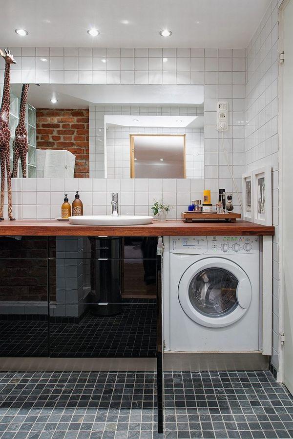 Lavadora escondida tras un mueble