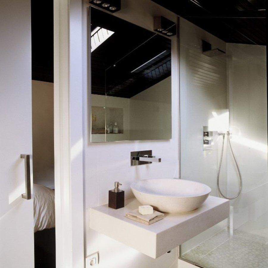 lavamanos y encimera de piedra natural realizados a medida.