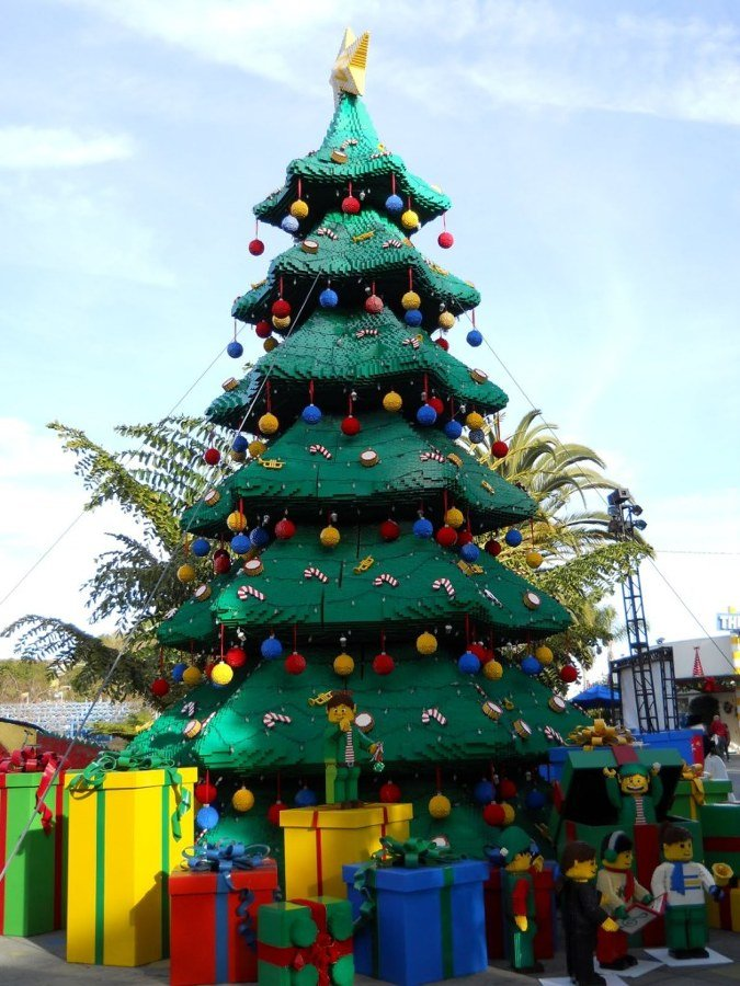 Lego-Christmas-tree-768x1024