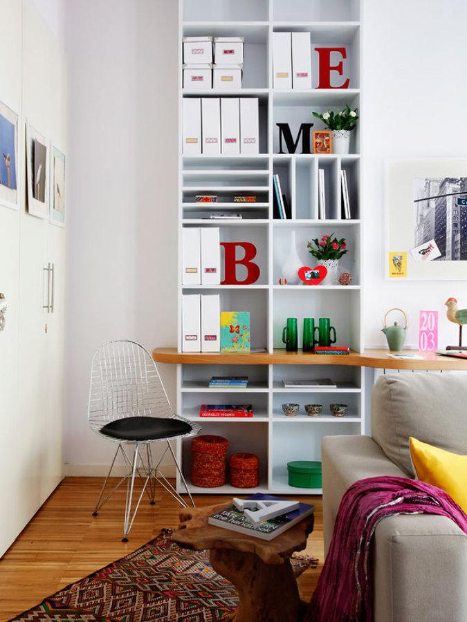 Librería con escritorio a medida