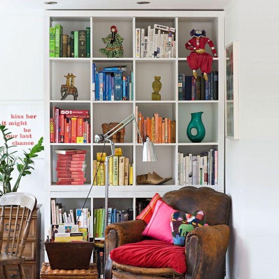 Librería ordenada por colores