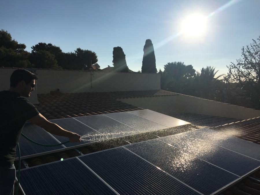 Limpiando el campo solar