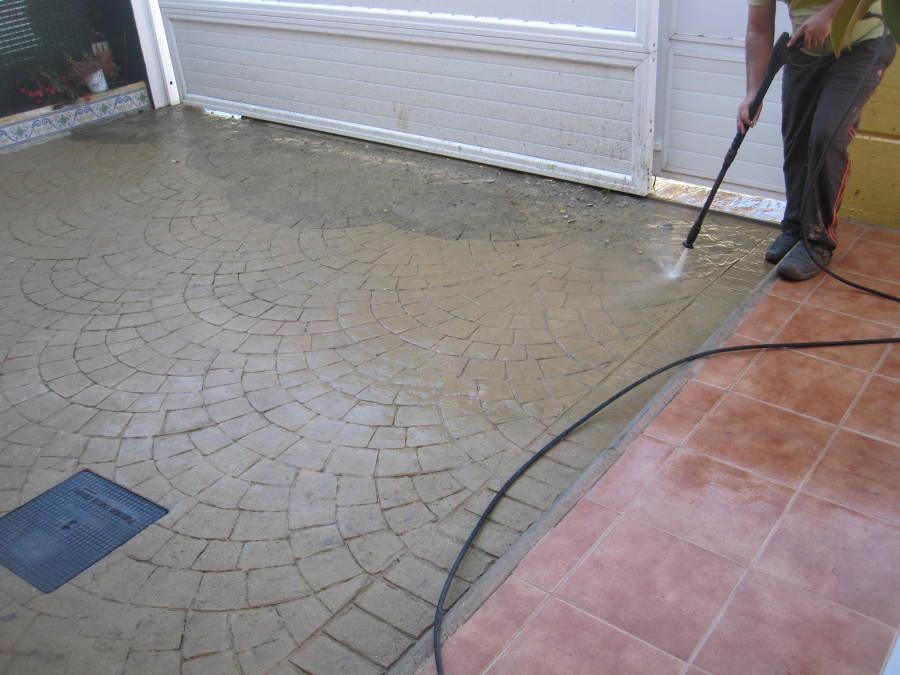 Foto limpieza de hormig n impreso de pavimentos y for Hormigon impreso ourense