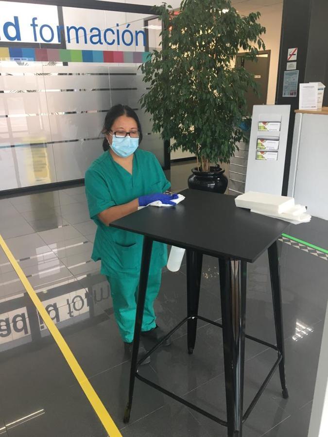 Limpieza y desinfección de superficies