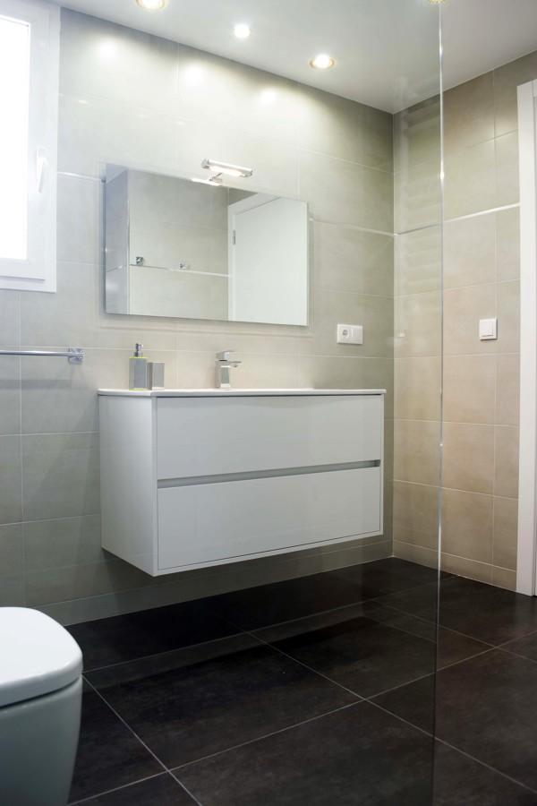 Lineas Rectas en baños ( detalle mueble suspendido )