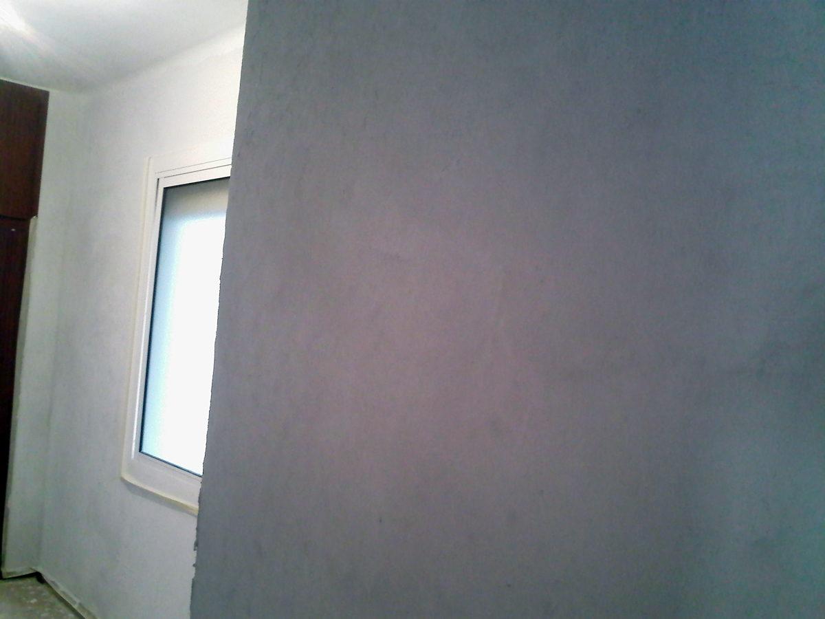 Habitación con las paredes ya sin gotelé y lisas para pintar
