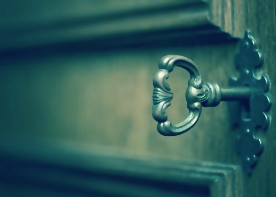 llave antigua en cerradura