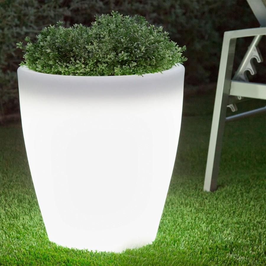 4 formas estrella de iluminar tu terraza este verano for Jardineras iluminadas