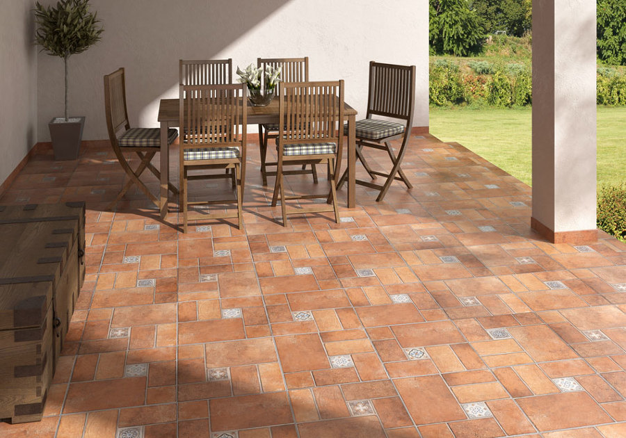 Colocaci n de adoquines terrazos gres ideas alba iles for Azulejos para patios exteriores