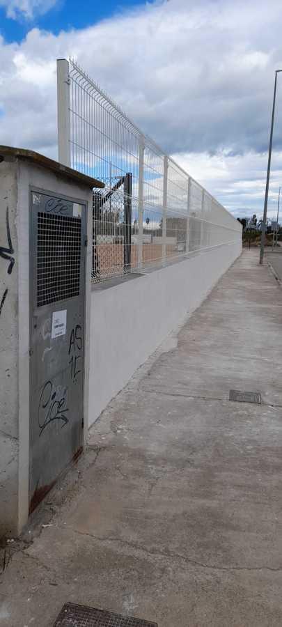 Lucido muro Este