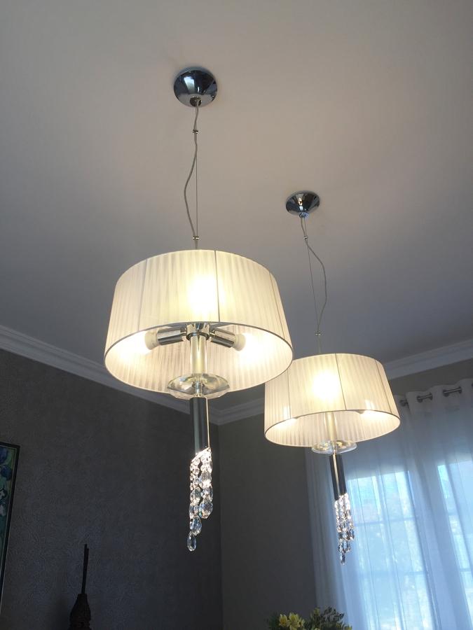 Luminarias en Supensión Sobre Mesa de Comedor