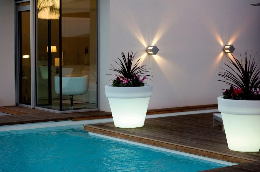 6 innovadoras luminarias para tu terraza ideas decoradores for Luminarias para jardines exteriores