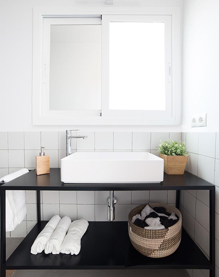 Lavabos de diseño en baño estilo clásico