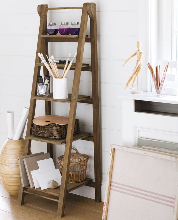 Foto escalera de mano mesa auxiliar de miriam mart - Escalera de madera de pintor ...