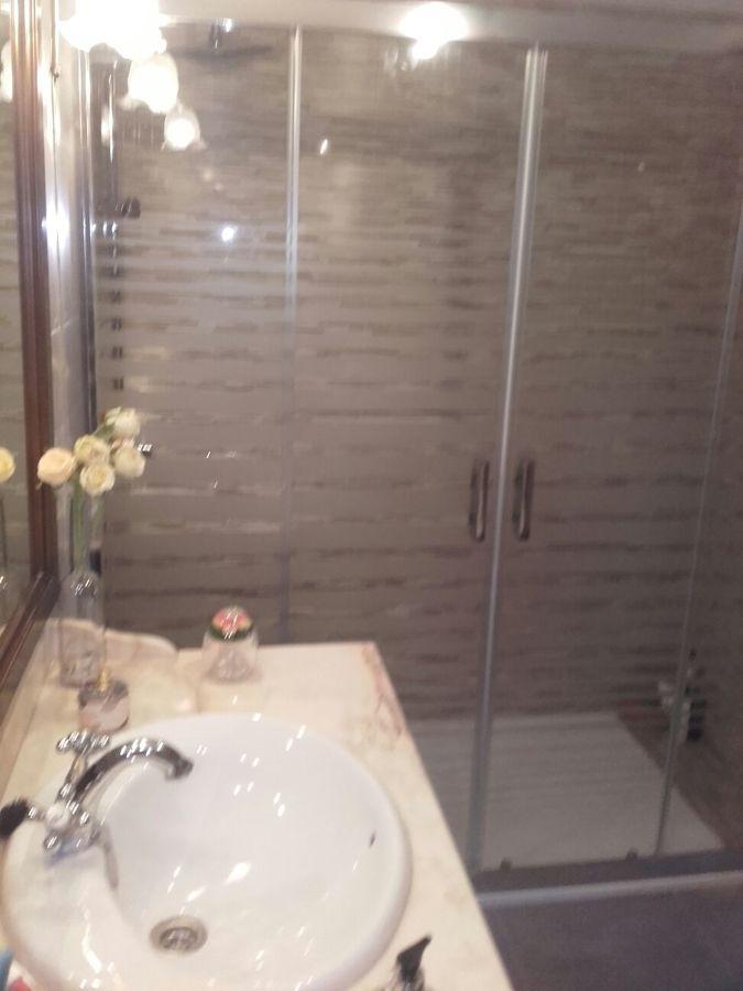 Mampara y lavabo