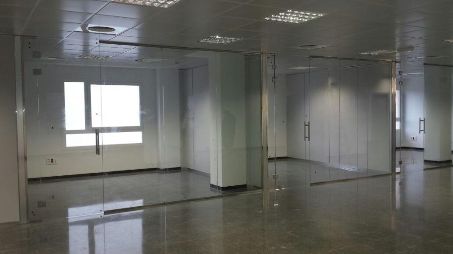 Foto mamparas vidrio templado oficinas valencia de for Cerradura para mampara de vidrio