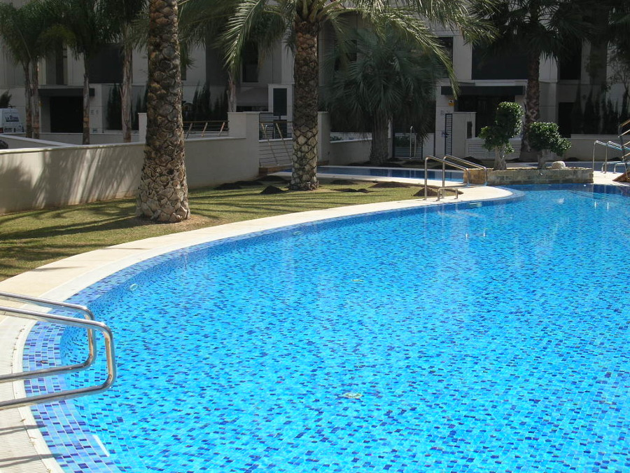 Limpieza y mantenimiento de piscinas en valencia ideas for Mantenimiento de piscinas