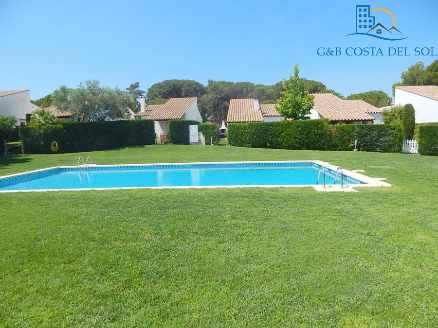 Mantenimiento de jardín y piscina de comunidad