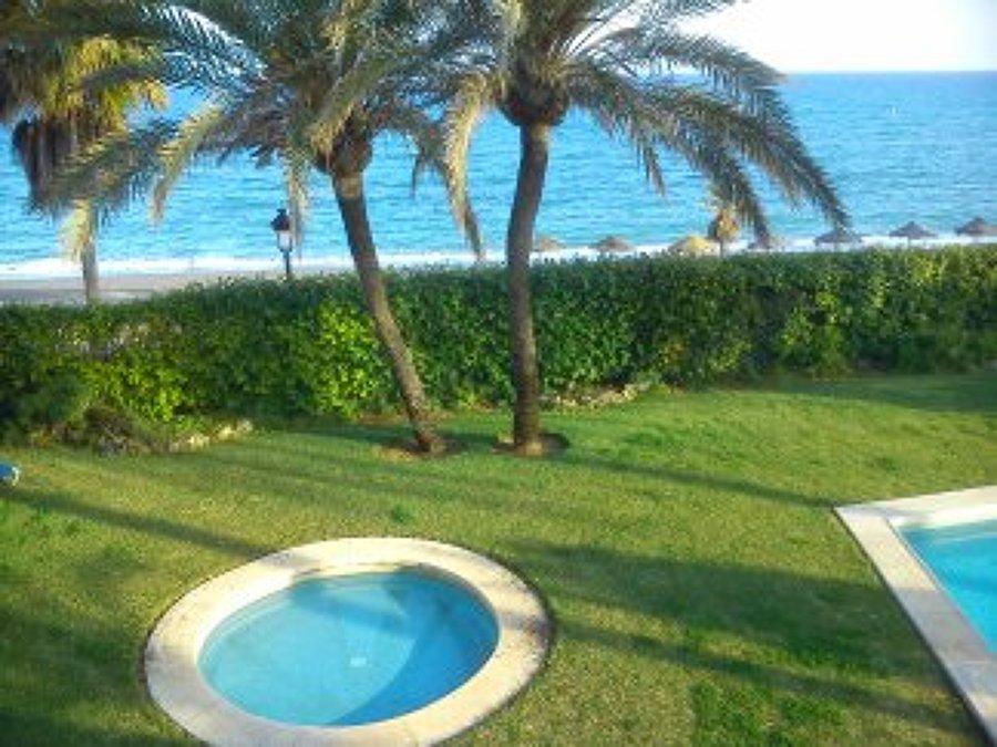 mantenimientos integrales: jardines,, piscinas, limpieza, conserjería...