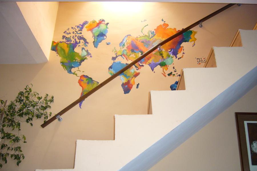 Un mapa mundi sin fronteras y con mucho color ideas pintores for Como dibujar un mural en la pared