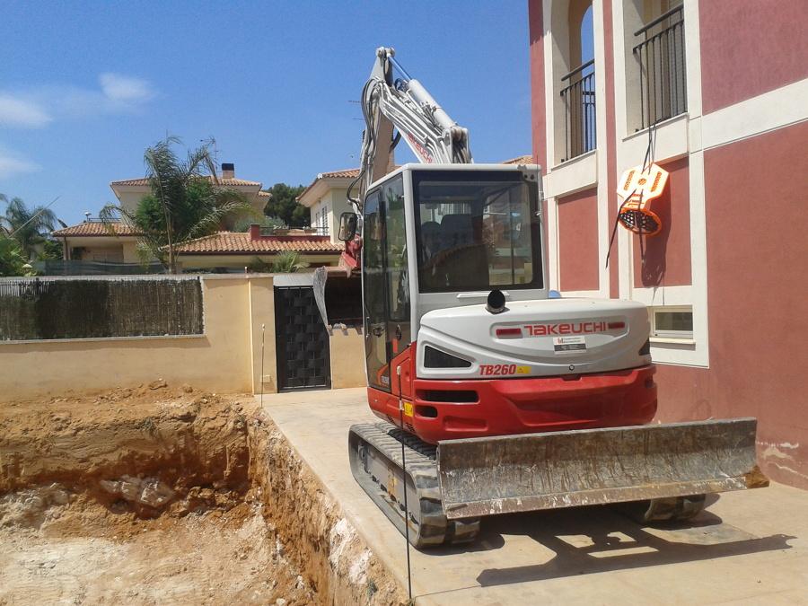 Construcci n de piscina en urb montesano castell n for Piscina 8x4 profundidad