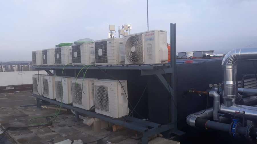 Maquinas exteriores de aire acondicionado.