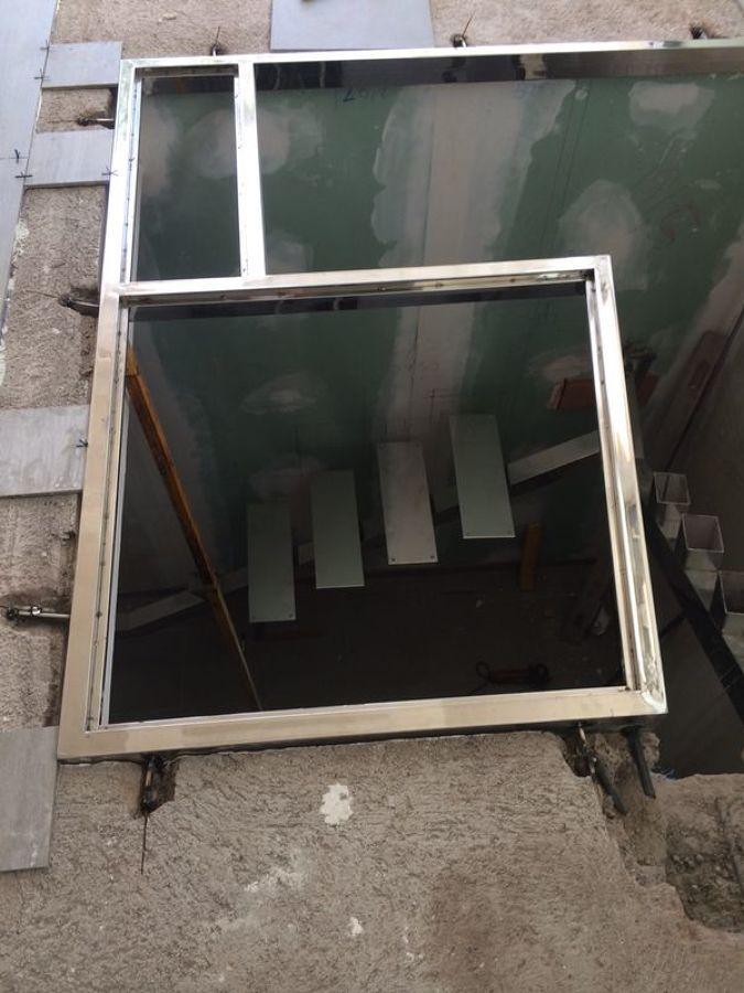marco de acero para suelo de cristal